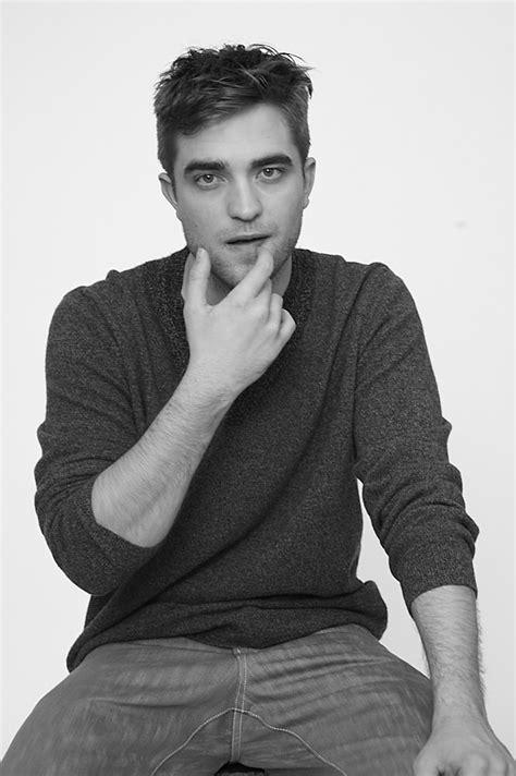 new outtakes- Robert pattinson photoshoot - Twilight