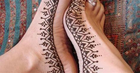 the henna tattoos such simple designs but they come
