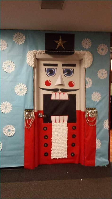 adorable christmas door decorating ideas  school