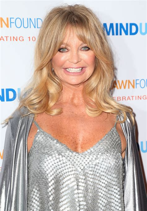 62 year old women with long hari goldie hawn dishes on why she ll never marry longtime