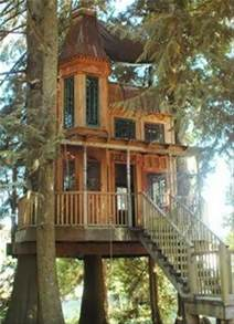 awesome tree houses mindblowing planet earth world s best tree house