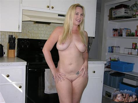 Busty Blonde Amateur Lylah Shows Off Her Curvy Nude Body At Home Coed Cherry