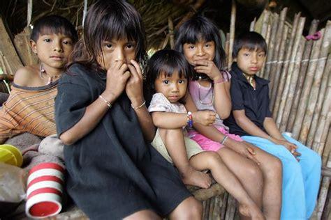 imagenes de niños indigenas ni 241 os de bat 225 n no llegar 225 n nunca m 225 s con barro a la escuela