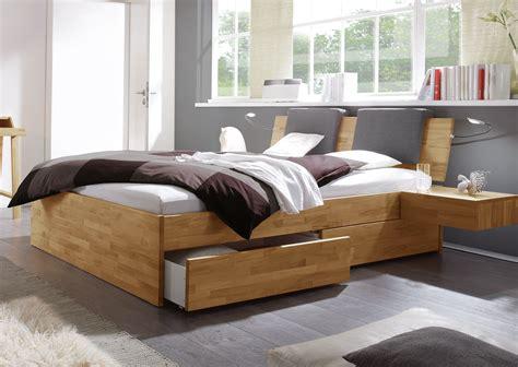 Bett Mit Integriertem Nachttisch by Bett Mit Schubk 228 Sten F 252 R Zus 228 Tzlichen Stauraum Manchester