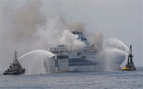 nave in fiamme nell'adriatico al largo delle marche