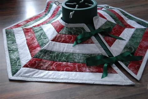 sew  quilted christmas tree skirt holidappy