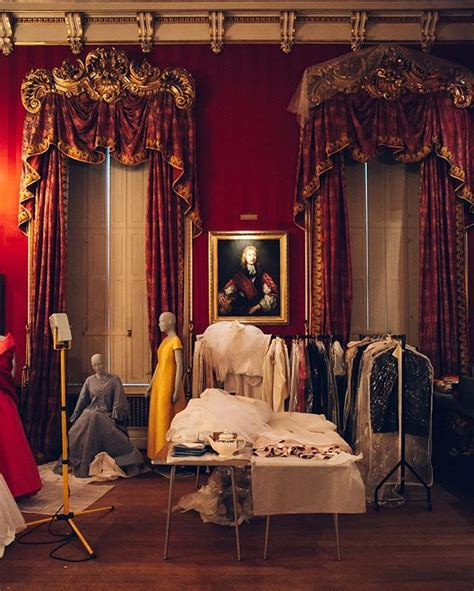 house style five centuries 0847858960 house style five centuries of fashion at chatsworth couturenotebook