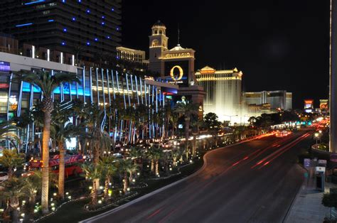 how to get free rooms in vegas how to get up to 3 free las vegas hotel rooms a month money