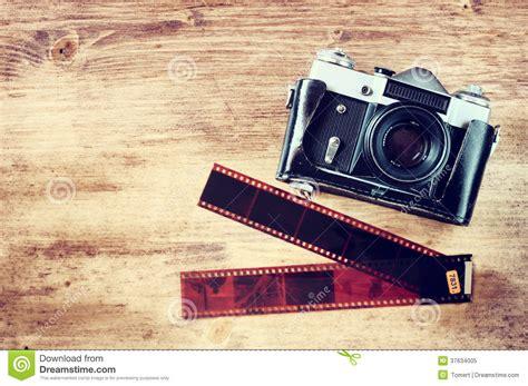 imagenes vintage camaras old vintage camera and film strips over wooden brown