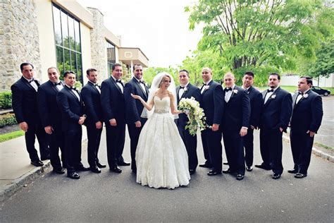 Wedding Album How Many Photos by 6 Must Groomsmen Photos For Your Wedding Album