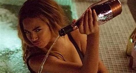 beyonce bathtub beyonce slammed for pouring usd 20 000 chagne into hot
