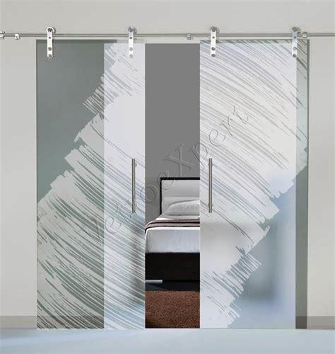 porte divisorie scorrevoli in vetro porte a doppia anta scorrevoli in vetro con decoro al