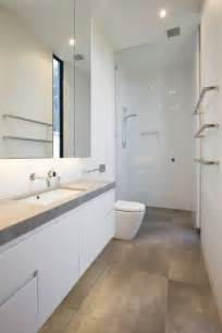 narrow bathroom ideas 25 best ideas about small narrow bathroom on