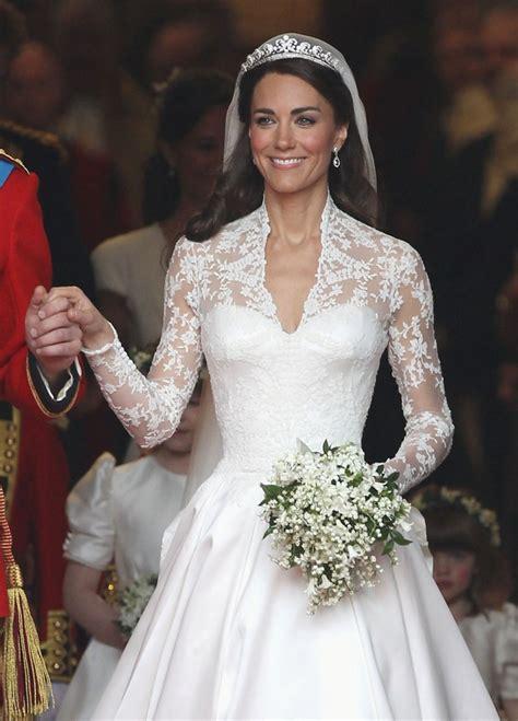 hochzeitskleid kate middleton sarah burton talks kate middleton wedding gown in t magazine