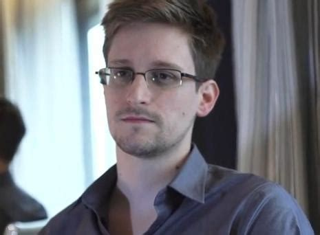 high school dropout edward snowden made 200 000 a year with nsa update he shopped his story