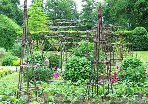 kleiner nutzgarten bohnengestell selber bauen rankger 252 st f 252 r kletterbohnen