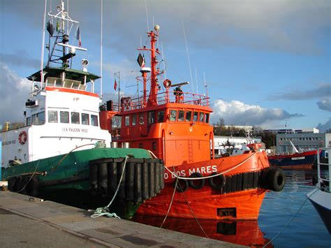 tug boat flags file tugboats leao dos mares and sea falcon 2 jpg