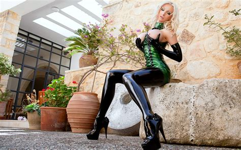 Wallpaper Susan Wayland Semi Naked Latex Tight Green Dress High Heels Big Tits Pierced