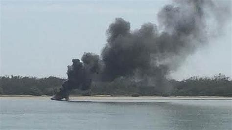 houseboat on fire gold coast houseboat explodes into flames on the broadwater at
