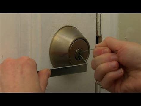 how to pick bedroom lock help bedroom door locked yahoo answers