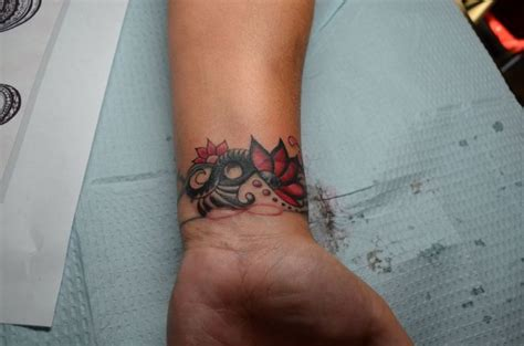 34 awesome wrist flower tattoos