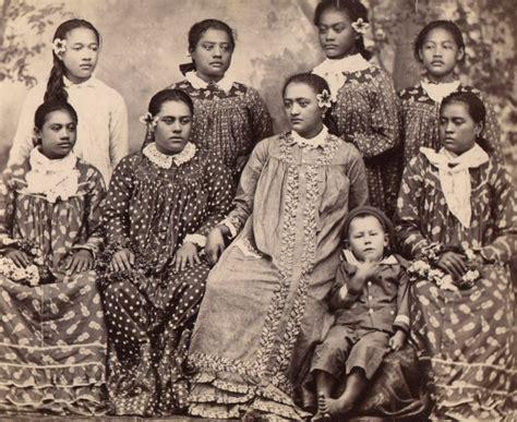 muumuu wikipedia file tahitiennes en robe mission jpg wikimedia commons