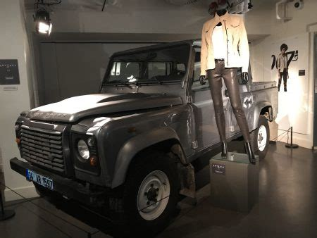 land rover skyfall power at bond in motion the james bond dossier