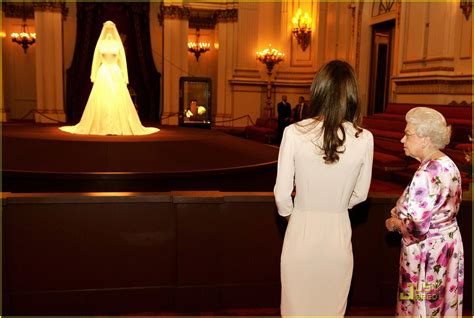 kates palace kate s wedding dress displayed at buckingham palace photo 2562902 kate middleton queen