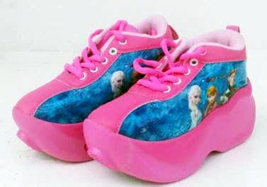 sepatu roda anak karakter