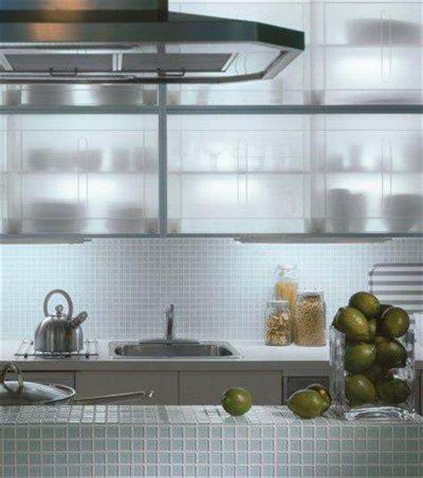 kitchen backsplash using a clear glass mosaic tile white