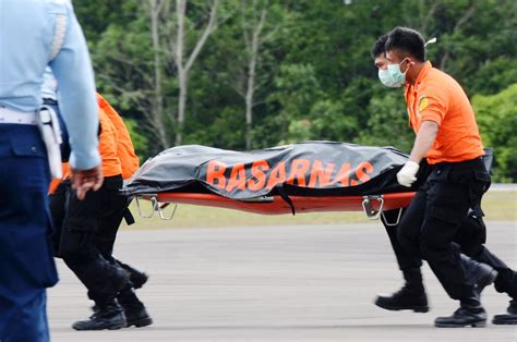 airasia victims related keywords suggestions for indonesia airasia victims