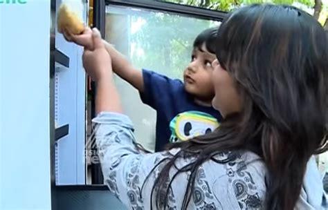 Kulkas Restoran wow cuma di jalanan india kulkas makanan khusus disediain