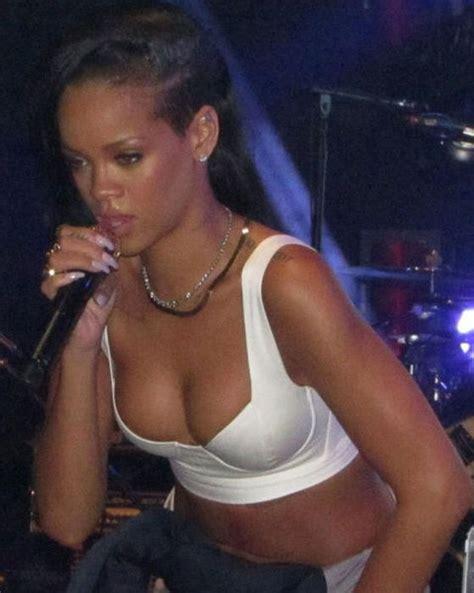 celebrity cleavage photos of 2012 104 pics