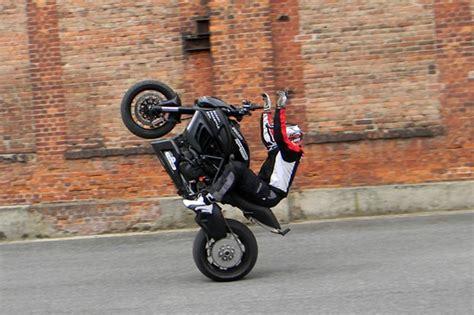 Rc Motorrad Rennen 2013 by Aktuelles Actionreiche Stuntshow Vorm Wm Lauf Die