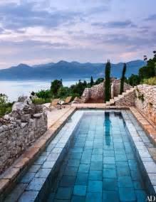 5 beautifully designed swimming pools photos