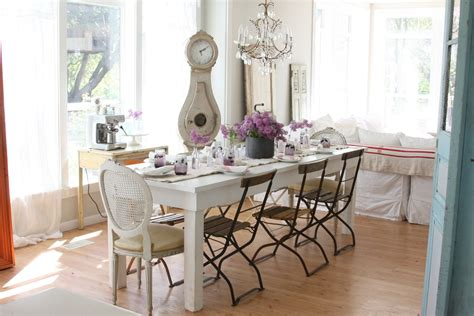 Shabby Chic Dining Room Sets by White Table For Shabby Chic Style Dining Room With