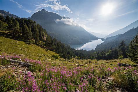 aig estortes estany de sant maurici national park pyrenees spain 1 25 000 trekking map alpina books aig 252 estortes i estany de sant maurici national park