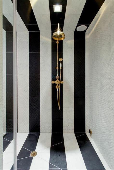 Délicieux Modele Salle De Bain Moderne #3: 1-salle-de-bain-en-blanc-noir-design-a-l-italien-chic-en-mosaique-blanc-noire.jpg