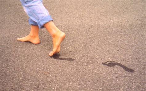 dolore al tallone parte interna dolore alla pianta piede sintomi cause e rimedi