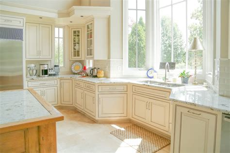 What Is Cabinet Glazing Bella Tucker Decorative Finishes Glazing White Kitchen Cabinets