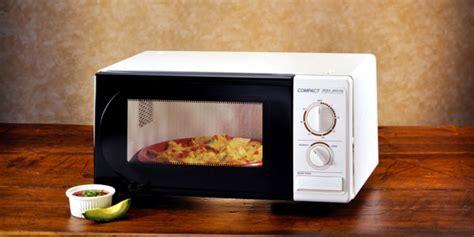 5 alimenti da non mangiare 5 alimenti da non scaldare mai nel microonde greenme