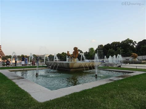 photos and attractions inside jardins du trocadero in