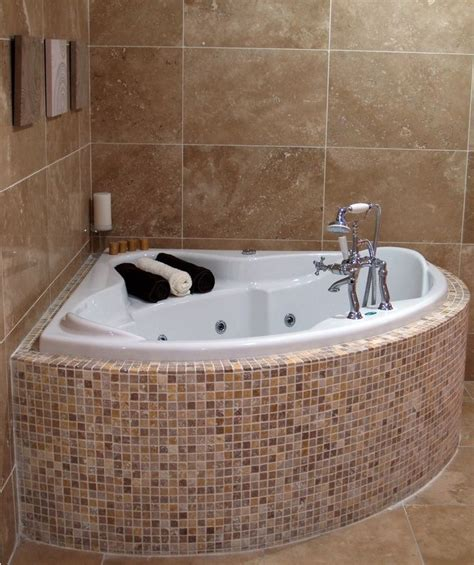 Small Bathroom Tub Ideas 25 Best Ideas About Corner Bathtub On Pinterest Corner Tub Corner Bath And Small Corner Bath