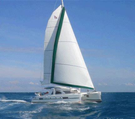 catamaran hull advantages and disadvantages background