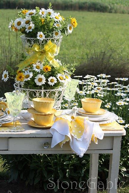 country table centerpieces daisies centerpiece country table wedding ideas