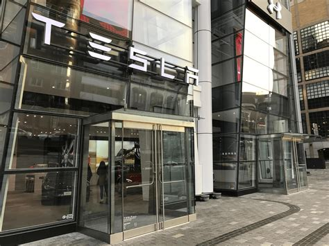 Tesla Motors Boston Tesla Opens New Flagship Store In Boston S Prudential