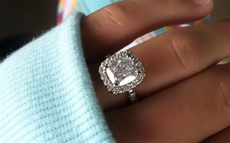 the difference between engagement ring promise ring