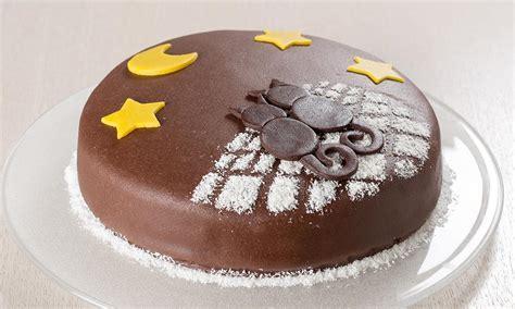 ricetta torta al cioccolato con decorazioni di marzapane - Decorare Torta Con Cioccolato