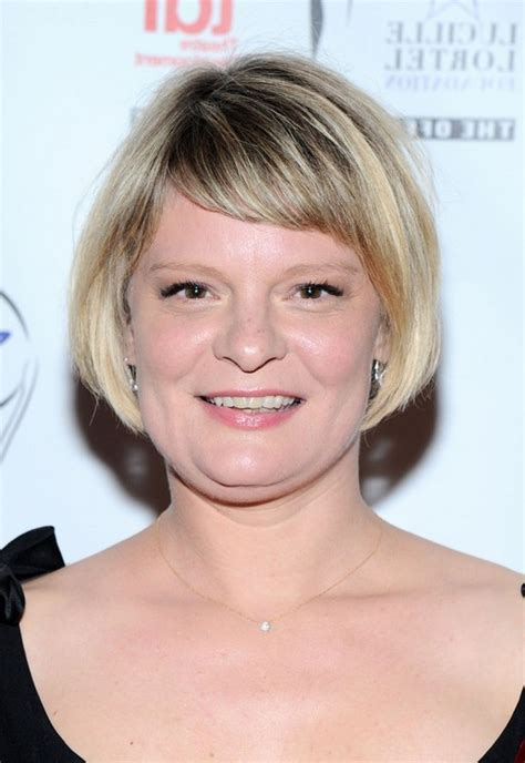 bob haircuts for side bangs martha plimpton short bob haircut with side swept bangs
