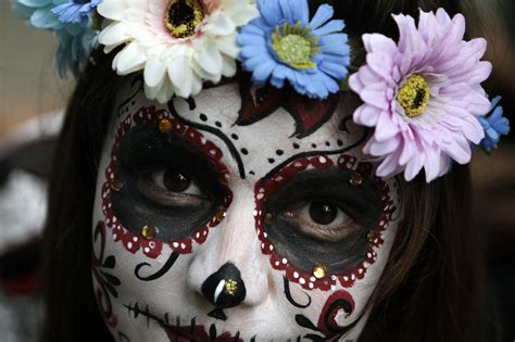 imagenes de halloween mexico how mexico combines halloween and day of the dead into one